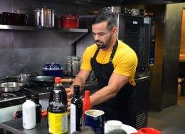 maykel cocinando 2